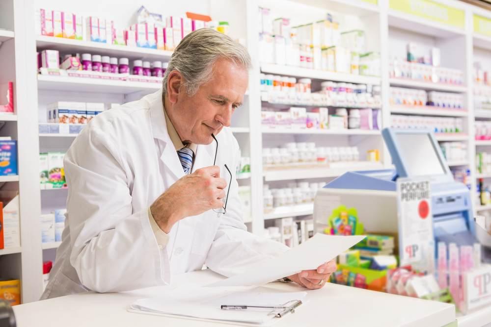 Qui peut détenir une officine de pharmacie ?-2